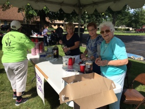 2016 Block Party - Marilee, Nancy and Lil serving root beer floats